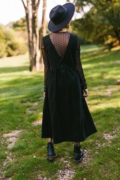 Φόρεμα με V πλάτη