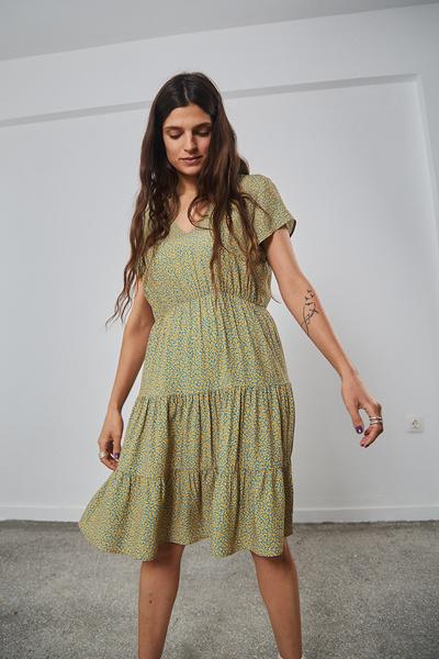 Εμπριμέ φόρεμα με σούρες