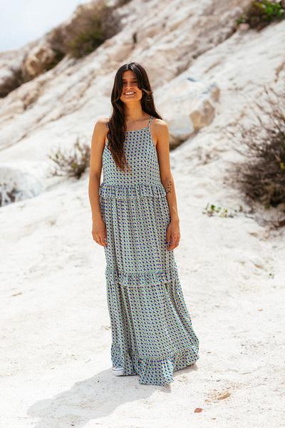 Εμπριμέ μακρύ φόρεμα με βολαν