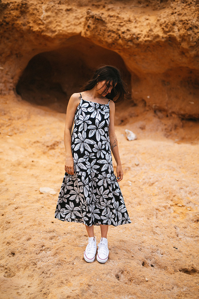 Εμπριμέ φόρεμα με βολάν