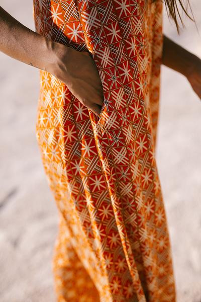 Ολόσωμη εμπριμέ φόρμα
