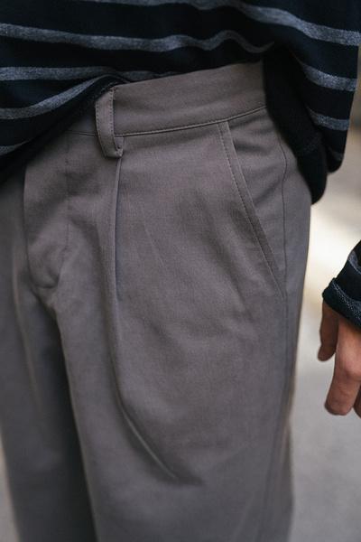 Παντελόνι με πιέτες